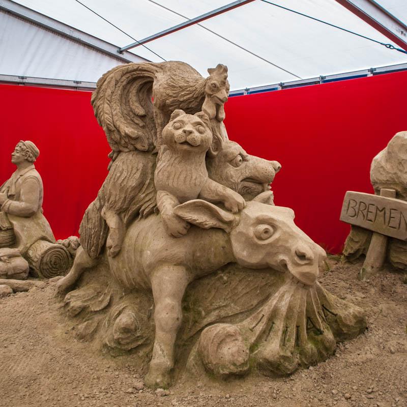 Die Bremer Stadtmusikanten auf dem sandskulpturen festival in rügen