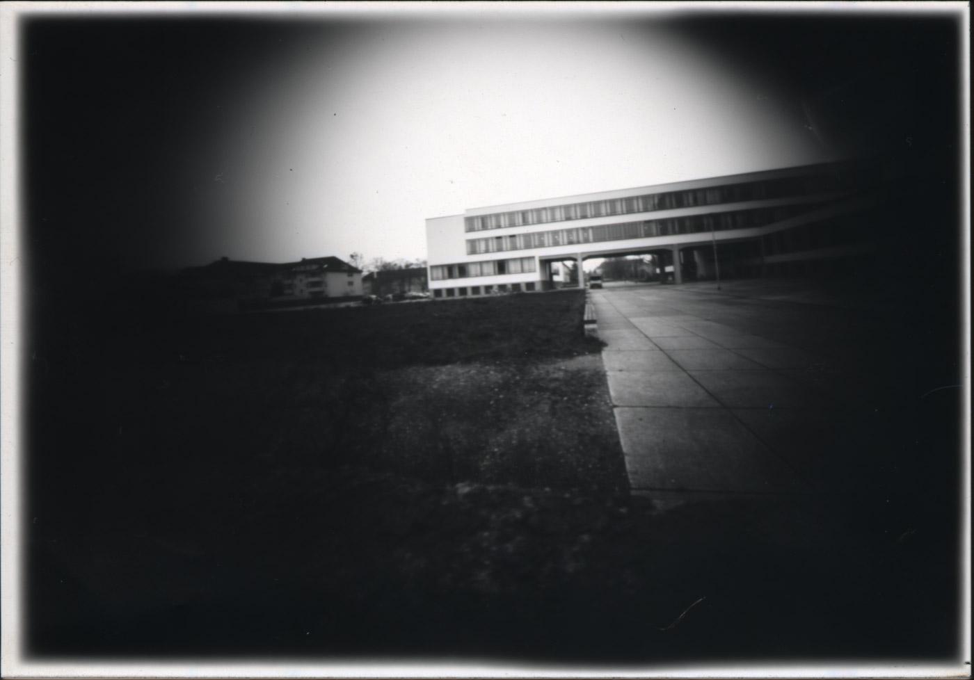Mit der gebastelten Camera Obscura das Bauhaus Dessau erkunden