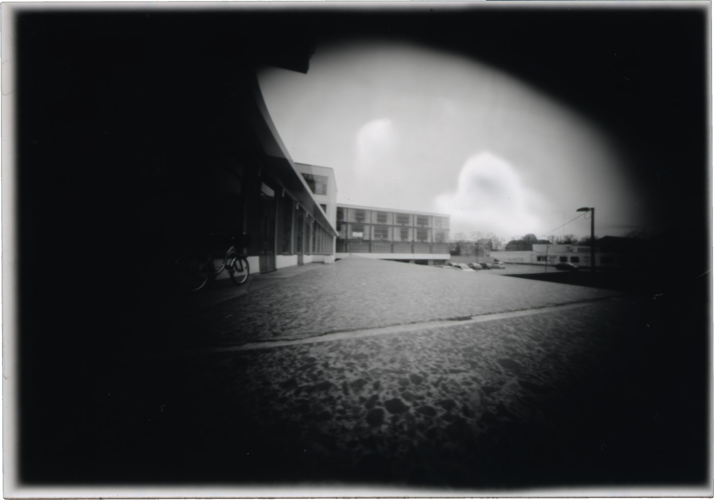 Hinterer Teil des Bauhauses mit der Camera Obscura aufgenommen