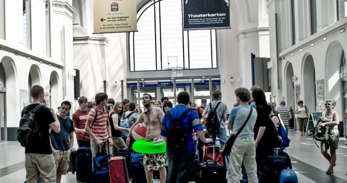 warten am Dresdner Hauptbahnhof