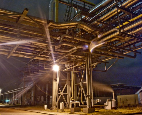 Langzeitbelichtung im Industriegebiet
