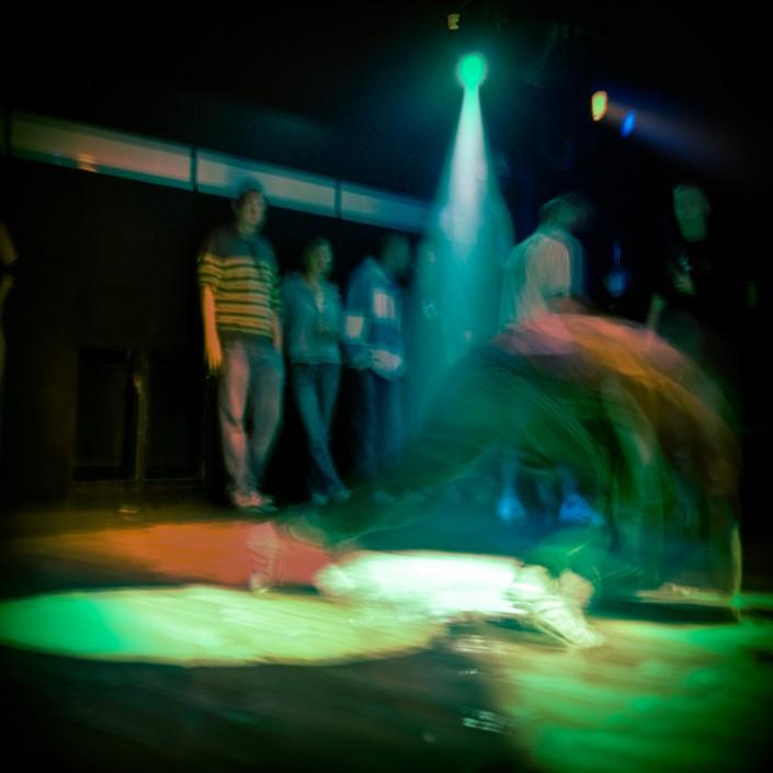 Breakdance mit Langzeitbelichtung fotografiert im beatclub